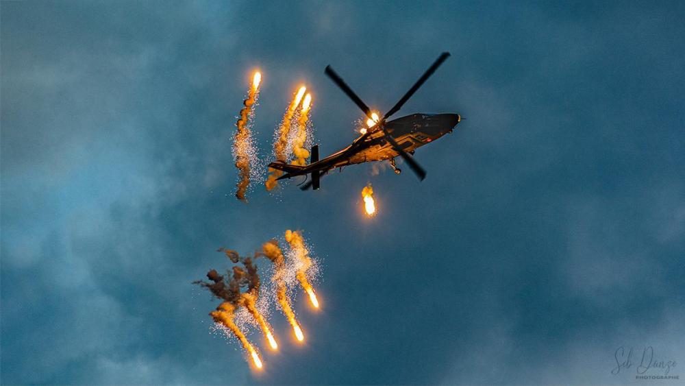 Hélicoptère- Agusta 109- Flares
