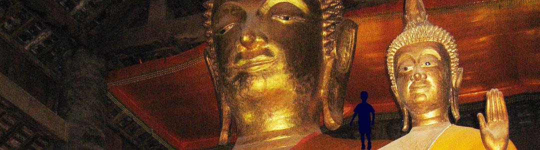 une photo de statues de bouddhas illustre l'éthique de la subsistance