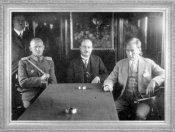 Mustafa Kemal, özel trenin salonunda, Kolordu Komutanı Şükrü Naili Paşa ve İstanbul Belediye Reisi Muhittin Üstündağ ile (1929)