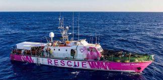 La LouiseMichel la nave messa in mare da Bansky per recuperare migranti in mare.