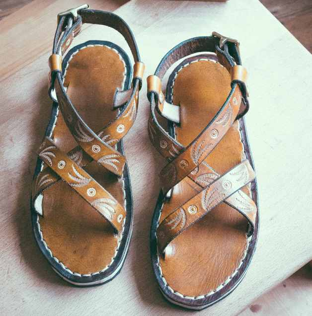 Tooled one strap leather sandals diy
