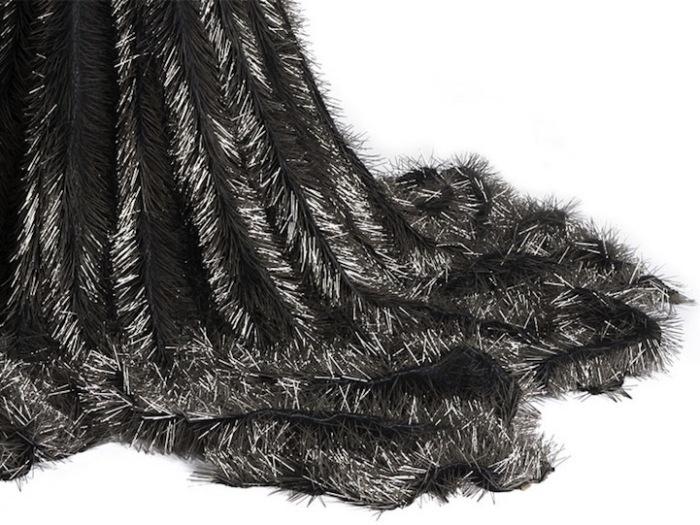 «Вдова»:  траурное платье из булавок  Susie MacMurray