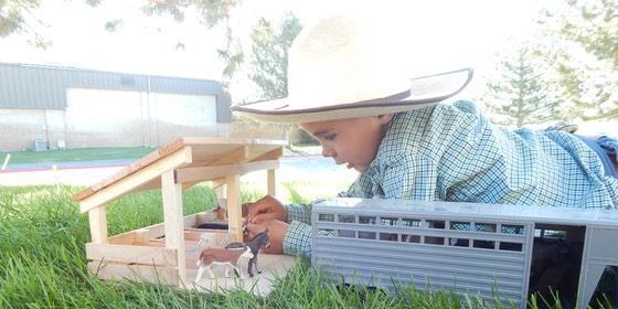 E-S Farm Toys Stable and farm animals