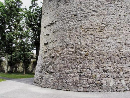 Tie stones show where the curtain wall ran from the west side of the tower