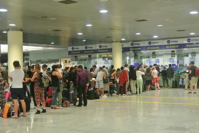 queue at Ryanair help desk in Barcelona