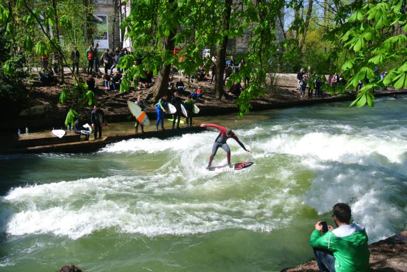 surfing at Englischer Garten Munich