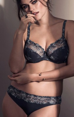 Black, coloured and lacy bras are not to be feared. The winter is when coloured and lacy bras are at their best.