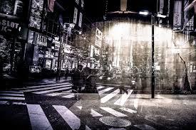 夜の交差点の画像