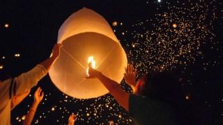 sky-lanterns-pretty-festivals-litter-danger