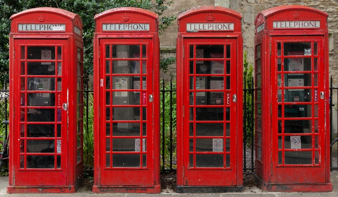 london-classic-iconic-red-phoneboxes