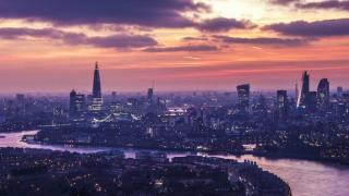 London-please-funny-smile-londoner