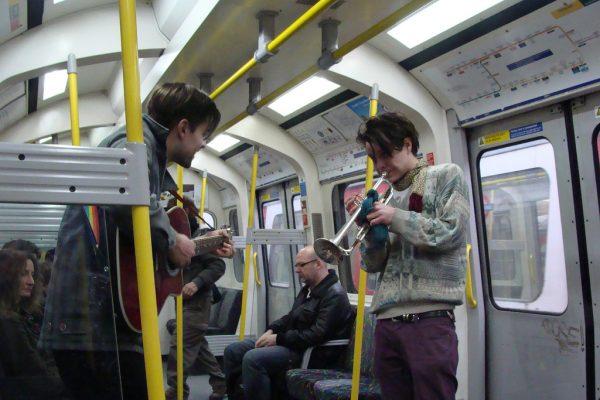 busking-london-tube