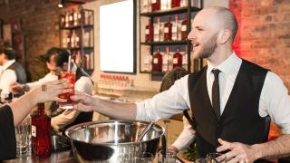 beefeater-gin-bartender