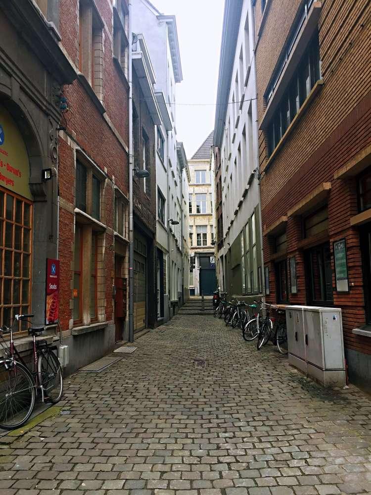 Narrow street - 24 Hours in Antwerp