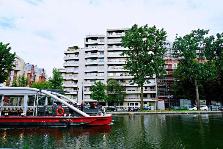 Cruise boat in bassin de la Villette - Canal saint martin