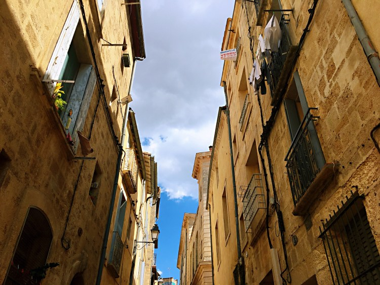 Cool facades in the Old Town - Things to do in Montpellier