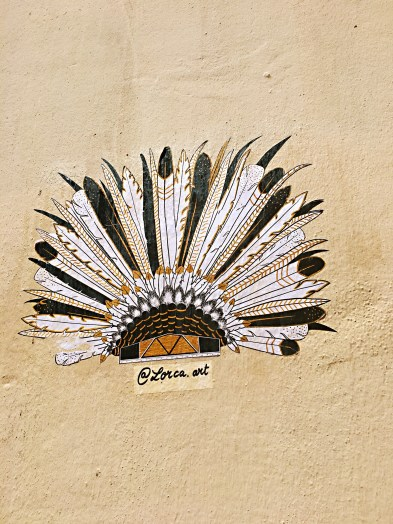 Indian feather headband - Street art Montpellier