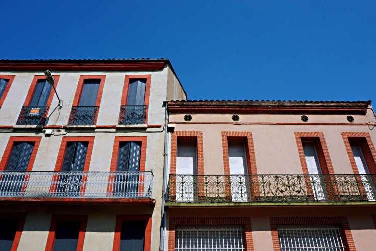 Buildings with beautiful balconies - Visit Occitanie