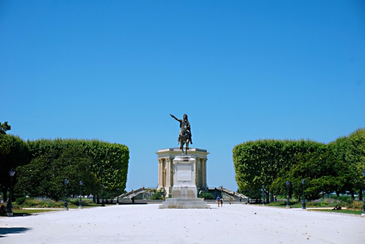 Statue of a man on a horse in Promenade du Peyrou - Visit Occitanie