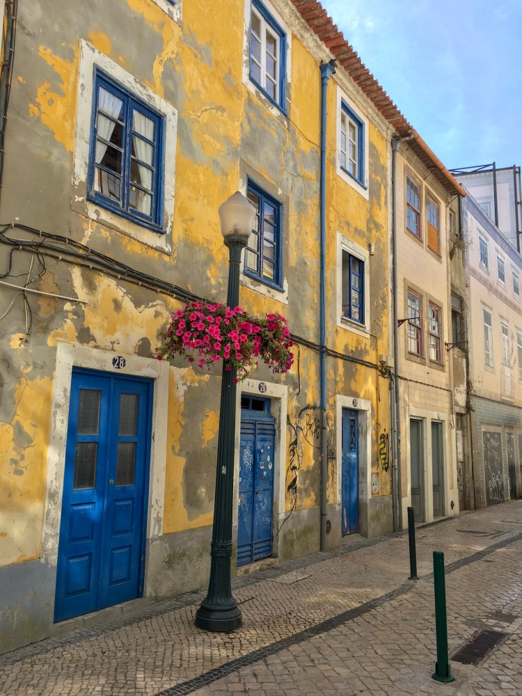 Interesting yellow and blue building - Things to do in Aveiro