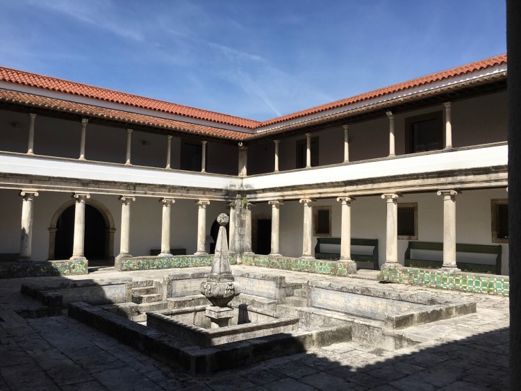 Mosteiro de Jesus cloisters - Things to do in Aveiro