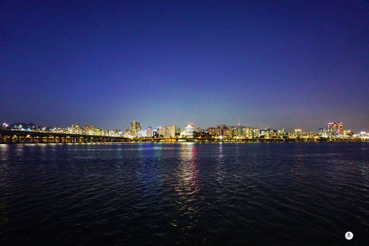 Beautiful Han River. Three days in Seoul is the ideal amount of time to explore the modern yet traditional city. This Seoul 3 day itinerary explores all the things to do. #Seoul #SouthKorea #SeoulItinerary