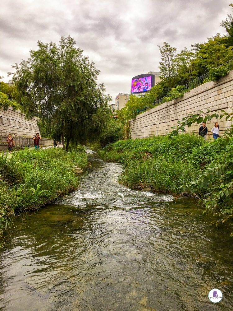 Cheonggyecheon stream. Three days in Seoul is the ideal amount of time to explore the modern yet traditional city. This Seoul 3 day itinerary explores all the things to do. #Seoul #SouthKorea #SeoulItinerary