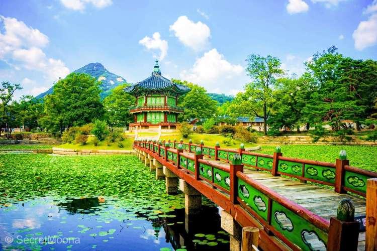 Five Grand Palaces of Seoul - Hyangwonjeong Pavilion and Chwihyanggyo Bridge