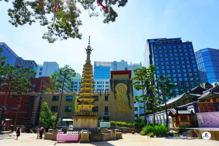 Korea bucket list - Jogyesa Temple surrounded by skyscrapers