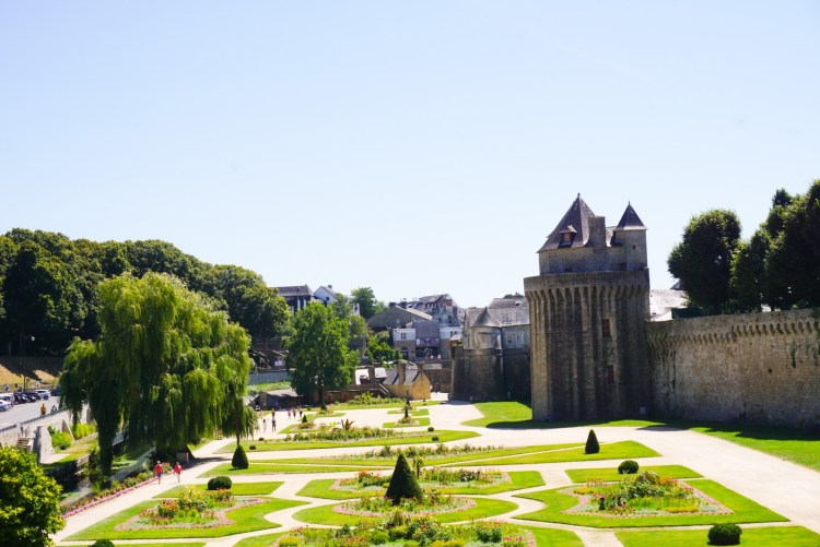 Remparts Garden - Vannes Guide to the most picturesque and most impressive walled cities and towns in France.