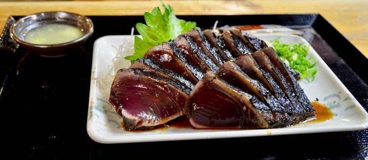 Slices of seared and cut Katsuo no Tataki