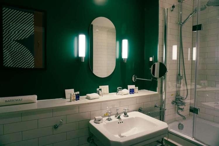 Kimpton Hotel's bathroom