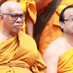 """François Hollande se convertit au Bouddhisme : """"J'emmerde la laïcité"""""""