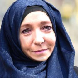 Marine Le Pen accepte finalement de porter un hijab pour rencontrer le mufti du Liban