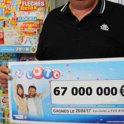 Il gagne 67 millions d'euros au Loto, et décide de partager en donnant 1€ à chaque Français