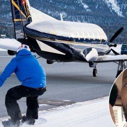 """VIDEO. Patrice Evra fait du snowboard tracté par un avion pour """"revenir plus fort que jamais"""""""