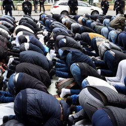 Les prières de rue autorisées tous les dimanches matins sur les Champs-Élysées