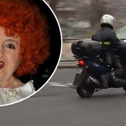 Emmanuel Macron aperçu en scooter devant le domicile de Yvette Horner