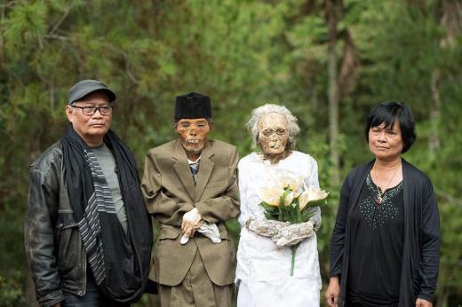 mariage-morts Ils déterrent leurs parents 50 ans après leur mort pour pouvoir enfin les marier officiellement