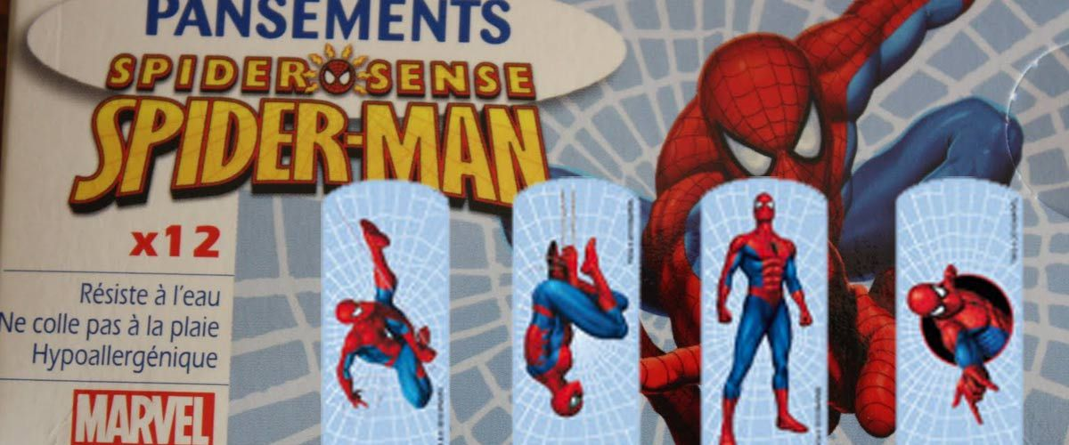 """#SparadrapGate : remplacement des sparadraps """"couleur peau"""" par des pansements Spiderman"""