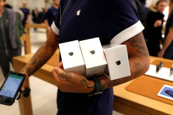 Le bracelet électronique bientôt remplacé par un Iphone X que les criminels recevront et devront garder sur eux