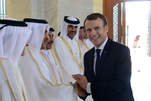 """""""L'essence sera moins cher et moi j'aurai la paix"""" – Macron veut vendre la France au Qatar avant de démissionner"""