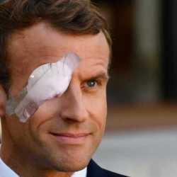 """""""Je suis aussi Gilet Jaune"""" -Emmanuel Macron éborgné à cause d'un tir de LBD"""