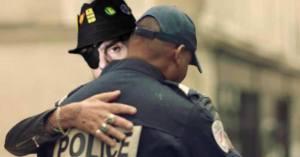 """L'IGPN veut remplacer """"violences policières"""" par """"tendresse maladroite"""""""