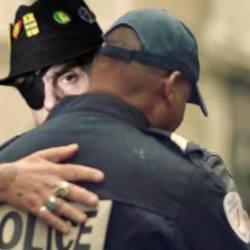 """Pour un """"dialogue respectueux"""", les CRS diront """"désolé"""" lors des violences policières"""