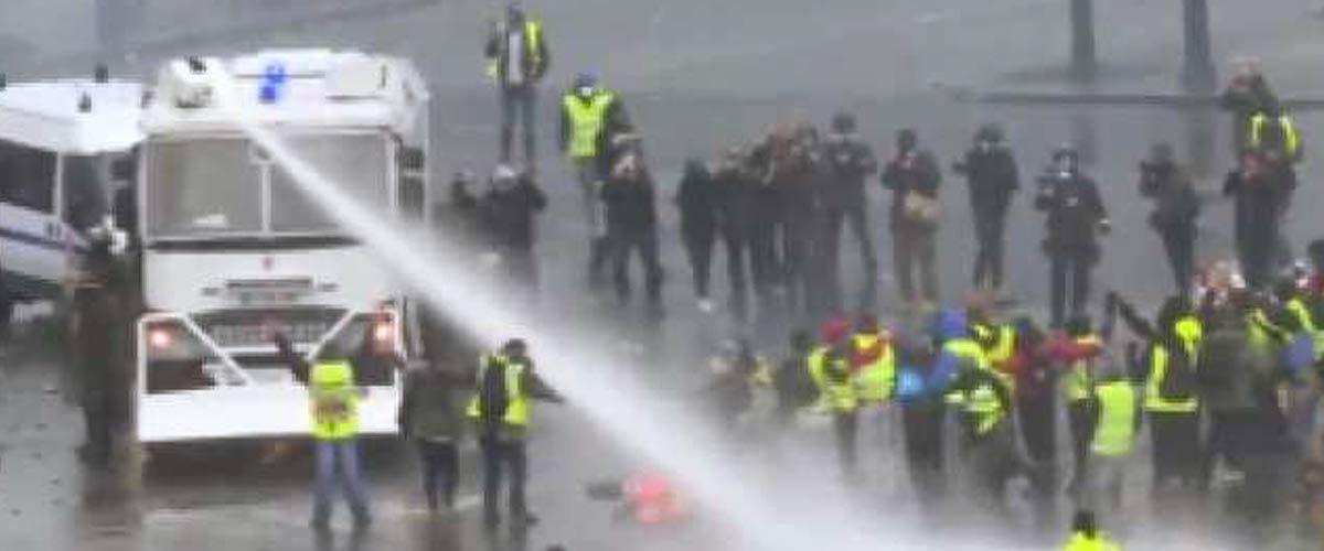 Des CRS suspectés d'avoir uriné dans les réservoirs des canons à eau