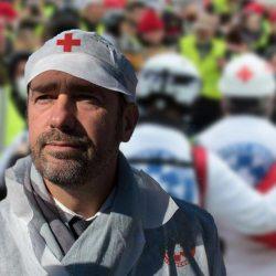 Gilets Jaunes : Castaner devient « Street Medic » pour soigner les policiers blessés