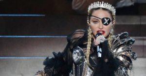 Madonna a perdu son œil à cause d'un tir de LBD – Les cordes vocales sont touchées