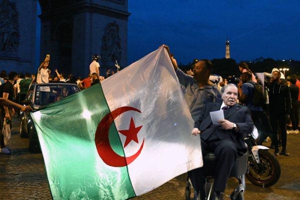 Victoire de l'Algérie à la CAN : Abdelaziz Bouteflika aperçu parmi les supporters à Paris