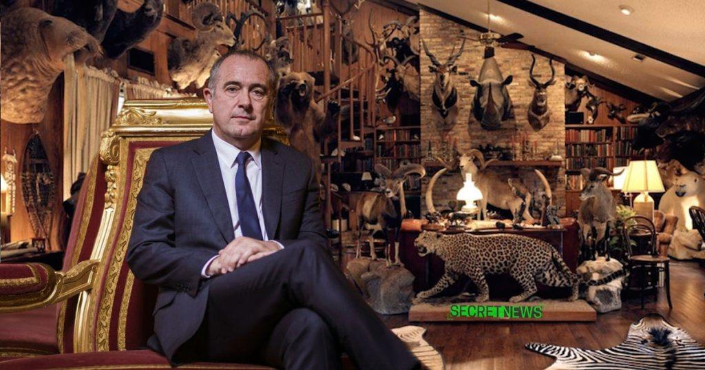 Le ministre en charge du bien-être animal pose avec ses trophées de safari